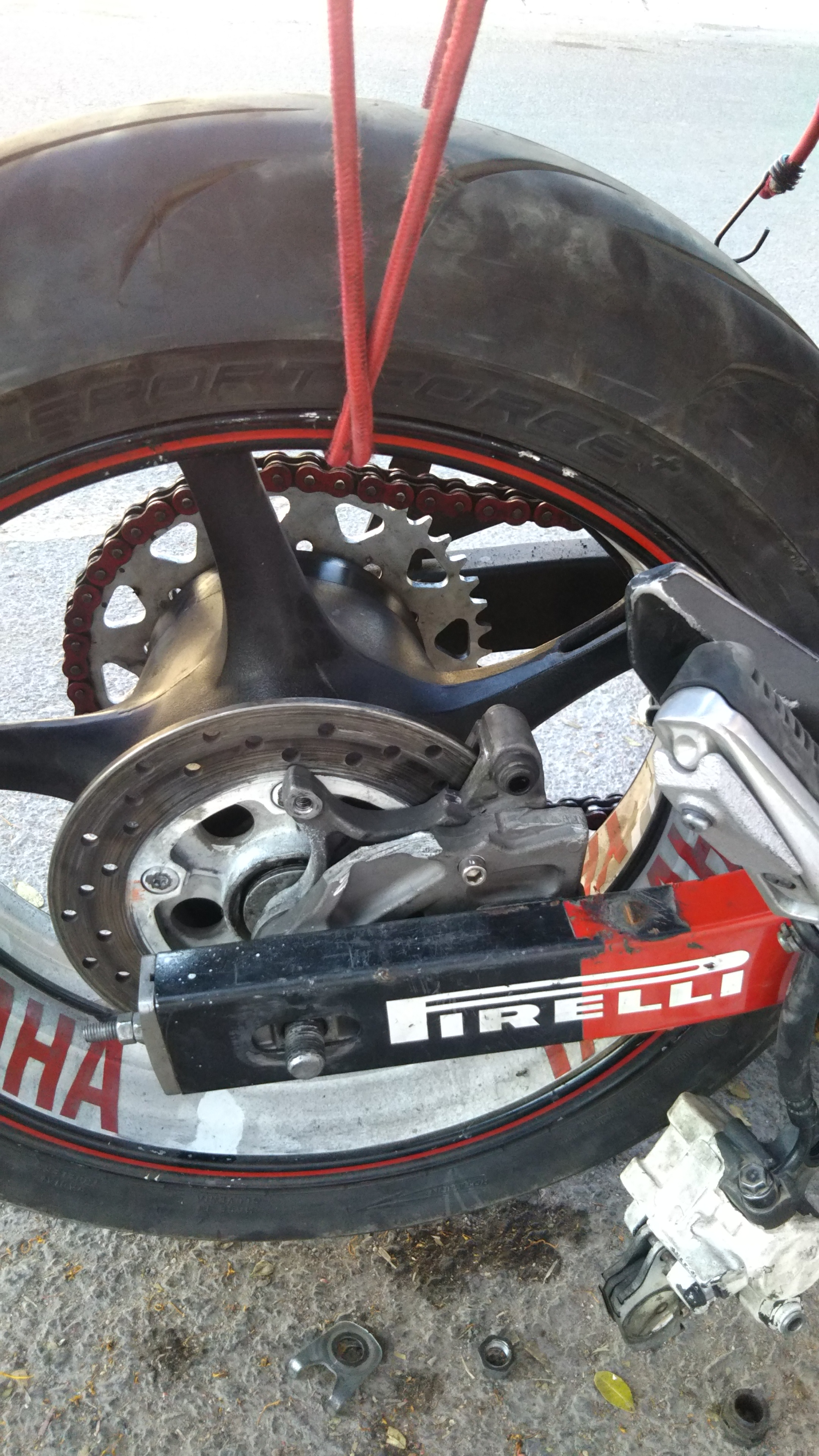 View of overlapped caliper brackets (R6 inner, Fz6r outer)
